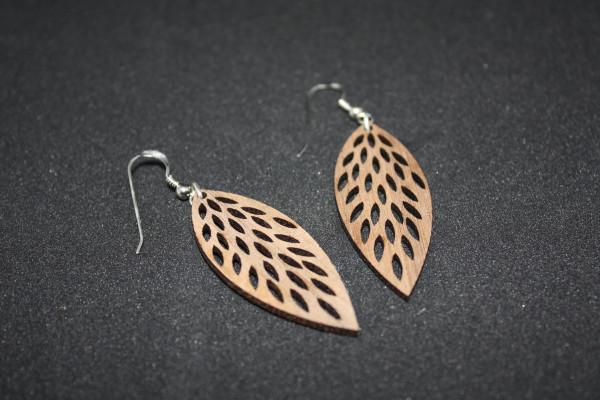 Ohrhänger-aus-Holz-Fiederblatt-Nussholz-2-Jahre-Garantie